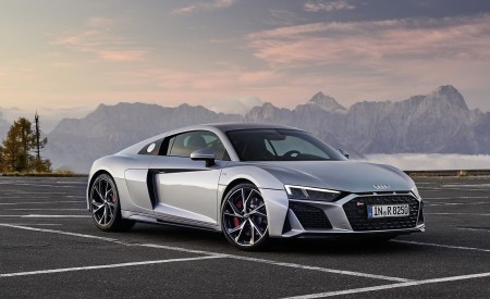 2020 Audi R8 V10 RWD Coupe (Color: Florett Silver) Front Three-Quarter Wallpapers 450x275 (20)