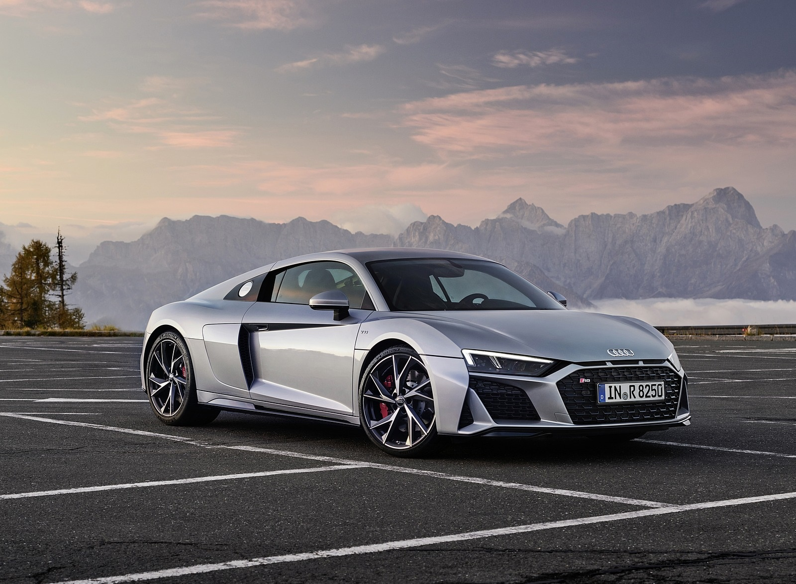 2020 Audi R8 V10 RWD Coupe (Color: Florett Silver) Front Three-Quarter Wallpapers #20 of 32