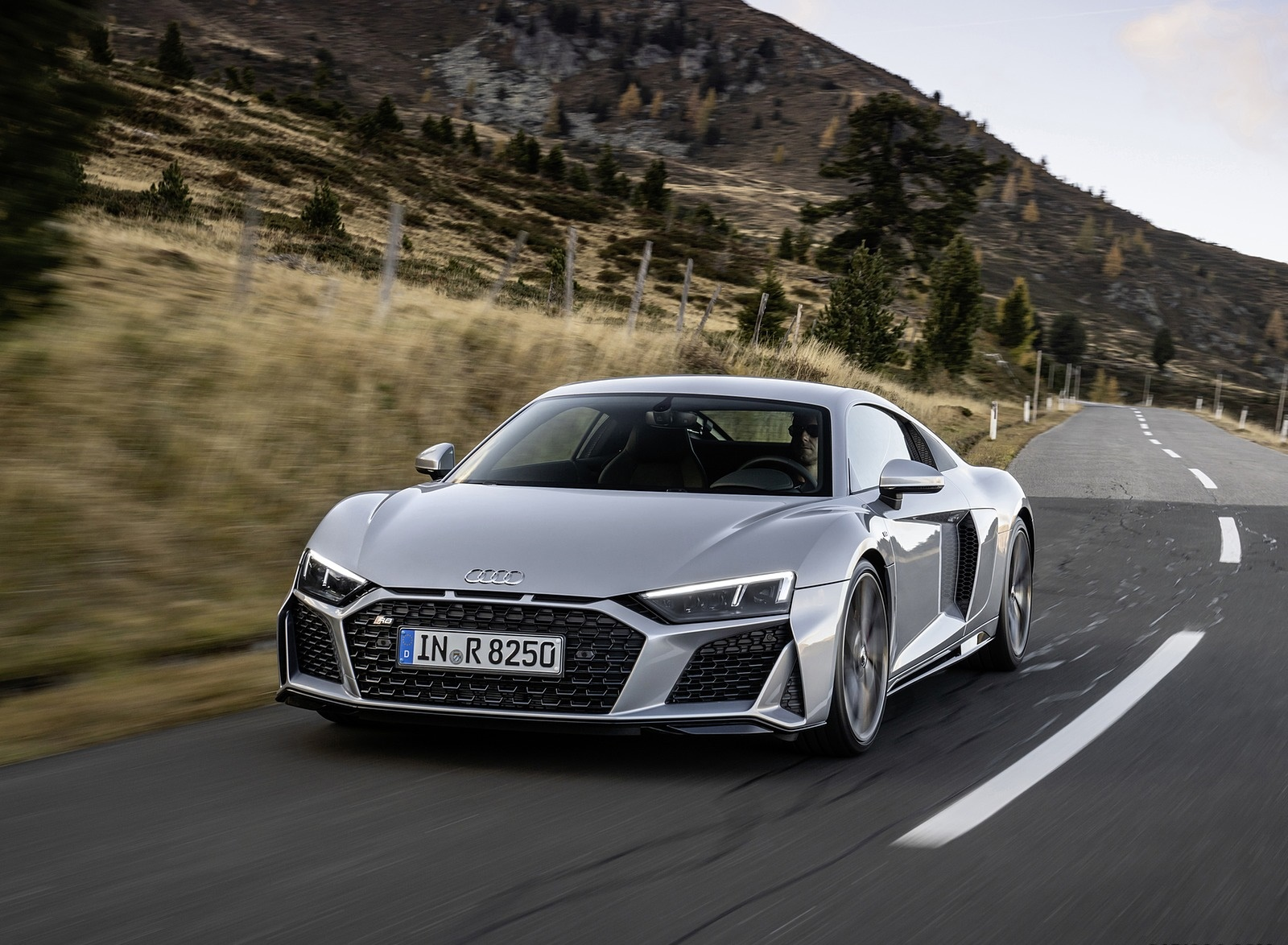 2020 Audi R8 V10 RWD Coupe (Color: Florett Silver) Front Three-Quarter Wallpapers (1)