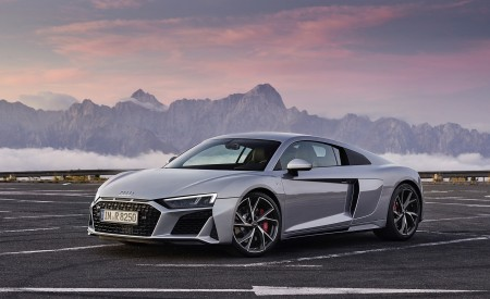 2020 Audi R8 V10 RWD Coupe (Color: Florett Silver) Front Three-Quarter Wallpapers 450x275 (19)
