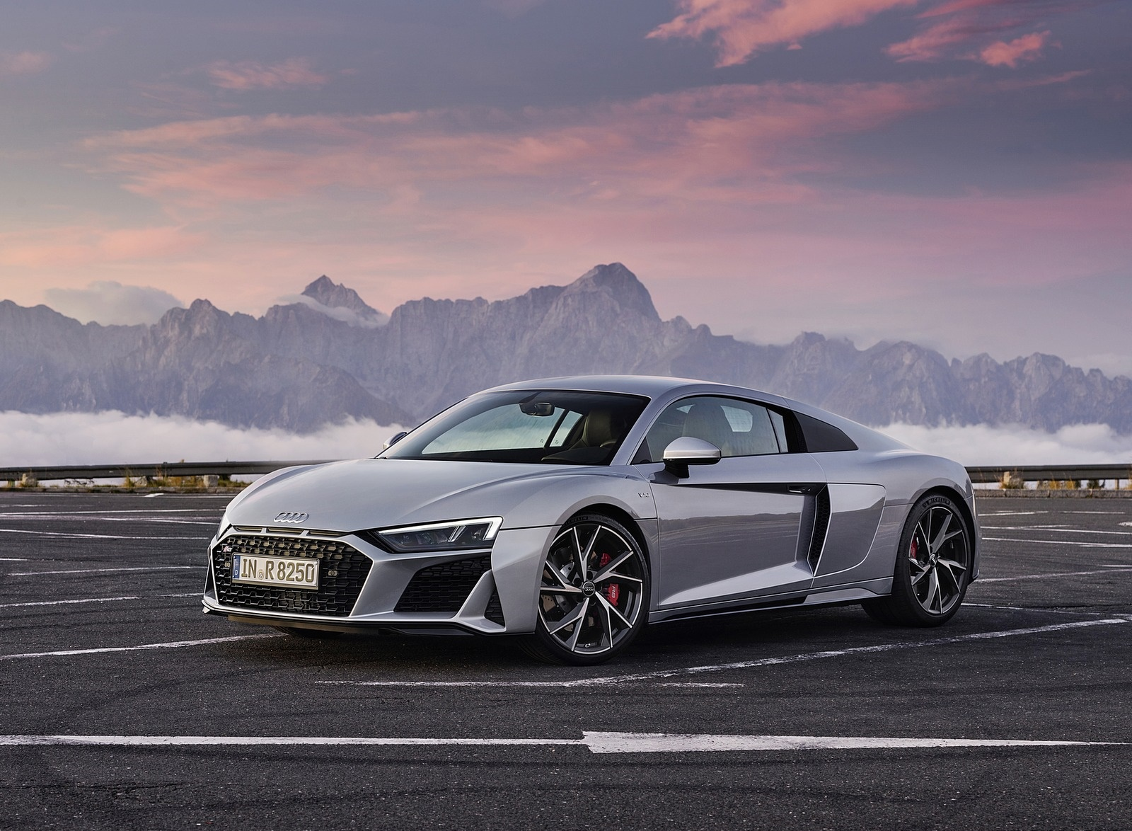 2020 Audi R8 V10 RWD Coupe (Color: Florett Silver) Front Three-Quarter Wallpapers #19 of 32