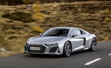 2020 Audi R8 V10 RWD Coupe (Color: Florett Silver) Front Three-Quarter Wallpapers 450x275 (3)