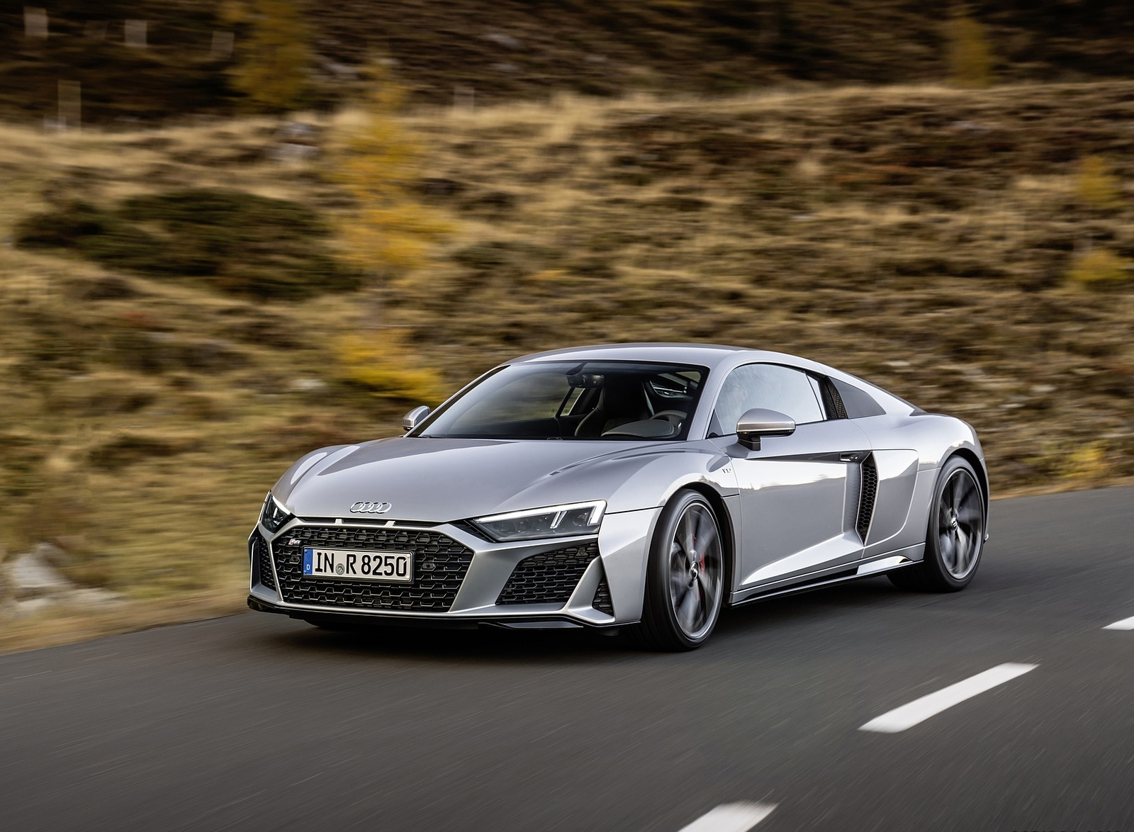 2020 Audi R8 V10 RWD Coupe (Color: Florett Silver) Front Three-Quarter Wallpapers (3)
