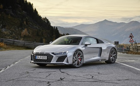 2020 Audi R8 V10 RWD Coupe (Color: Florett Silver) Front Three-Quarter Wallpapers 450x275 (18)