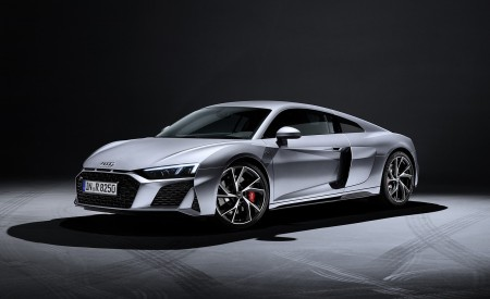 2020 Audi R8 V10 RWD Coupe (Color: Florett Silver) Front Three-Quarter Wallpapers 450x275 (22)