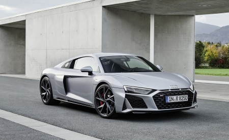 2020 Audi R8 V10 RWD Coupe (Color: Florett Silver) Front Three-Quarter Wallpapers 450x275 (17)