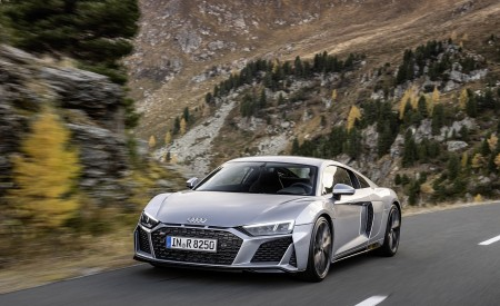 2020 Audi R8 V10 RWD Coupe (Color: Florett Silver) Front Three-Quarter Wallpapers 450x275 (4)