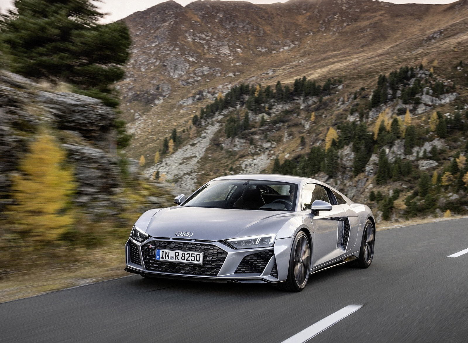 2020 Audi R8 V10 RWD Coupe (Color: Florett Silver) Front Three-Quarter Wallpapers (4)
