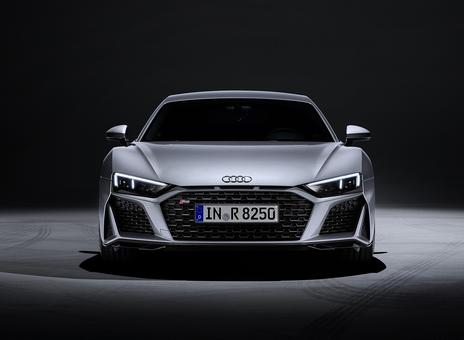 2020 Audi R8 V10 RWD Coupe (Color: Florett Silver) Front Wallpapers #23 of 32