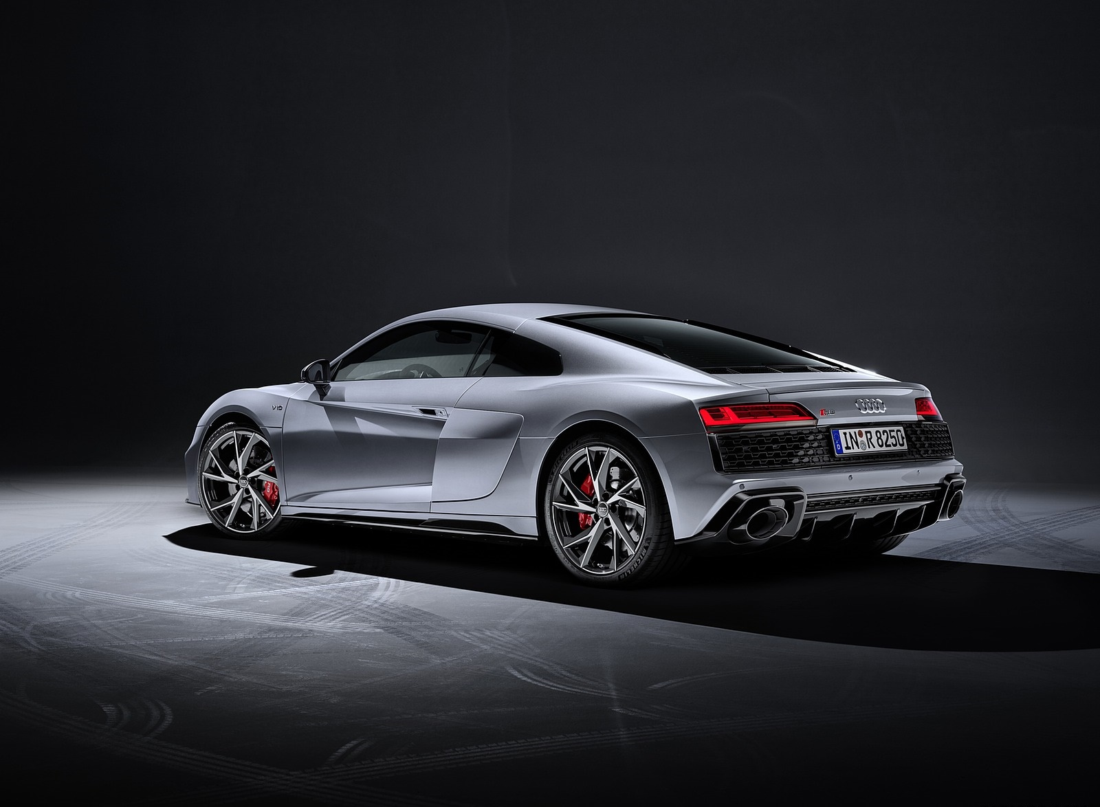 2020 Audi R8 V10 RWD Coupe (Color: Florett Silver) Rear Three-Quarter Wallpapers #24 of 32