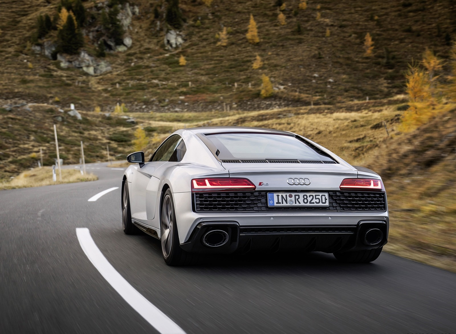 2020 Audi R8 V10 RWD Coupe (Color: Florett Silver) Rear Three-Quarter Wallpapers (6)