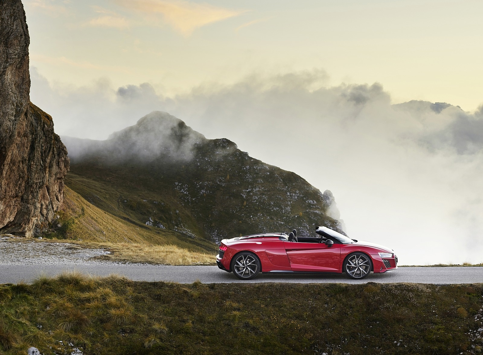 2020 Audi R8 V10 RWD Spyder (Color: Tango Red) Side Wallpapers (9)