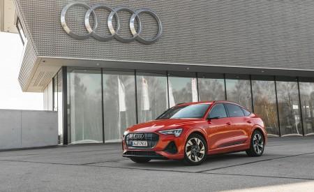 2020 Audi e-tron Sportback (Color: Catalunya Red) Front Three-Quarter Wallpapers 450x275 (8)