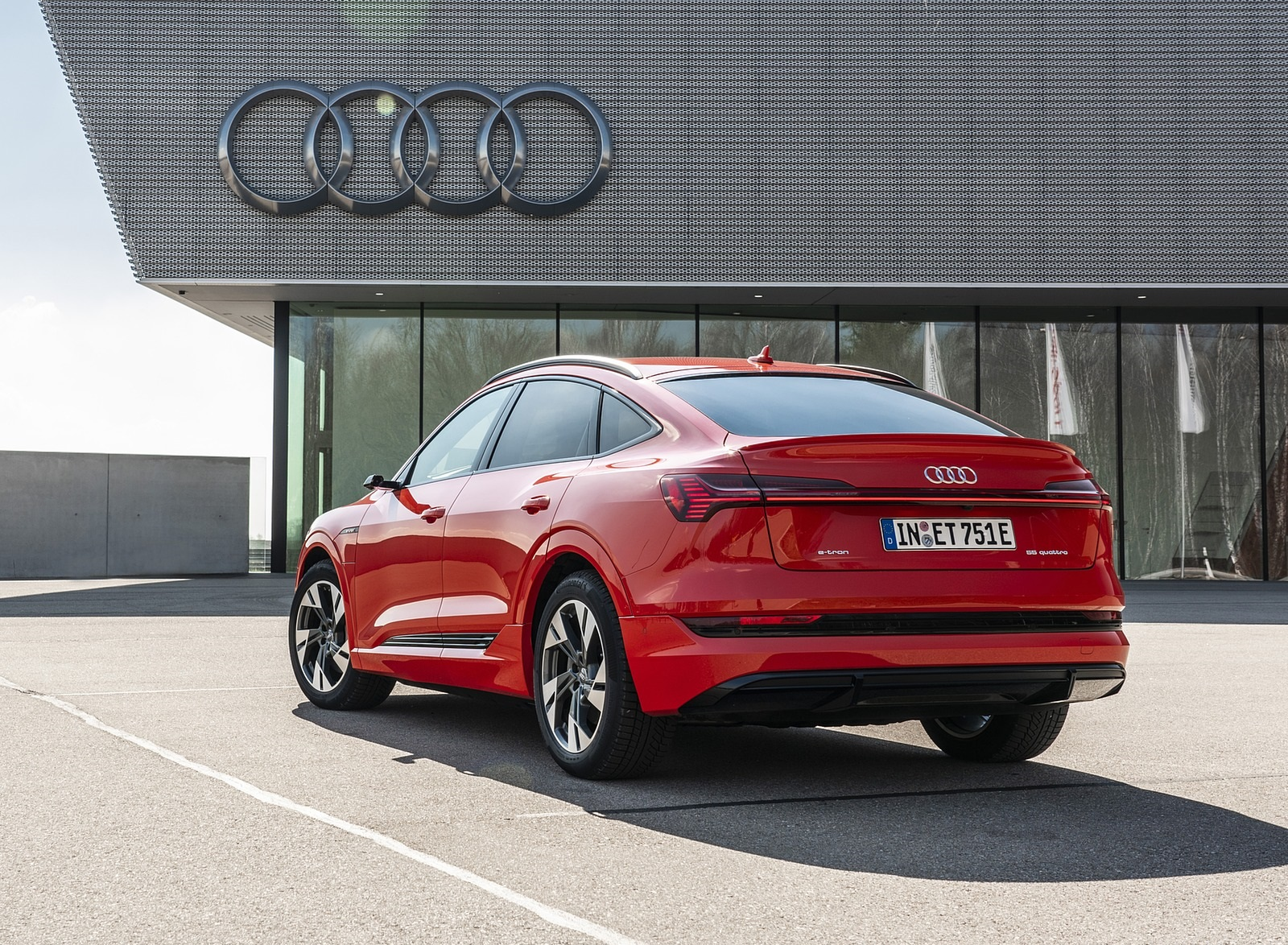 2020 Audi e-tron Sportback (Color: Catalunya Red) Rear Three-Quarter Wallpapers (9)
