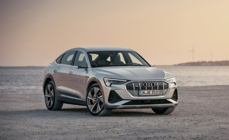 2020 Audi e-tron Sportback (Color: Florett Silver) Front Three-Quarter Wallpapers 450x275 (59)