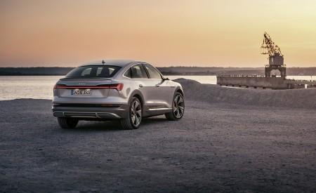 2020 Audi e-tron Sportback (Color: Florett Silver) Rear Three-Quarter Wallpapers 450x275 (70)