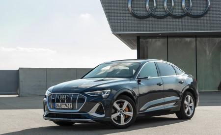 2020 Audi e-tron Sportback (Color: Plasma Blue) Front Three-Quarter Wallpapers 450x275 (22)