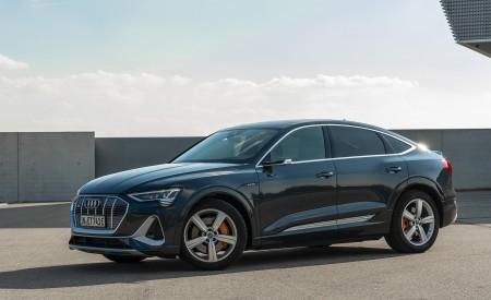 2020 Audi e-tron Sportback (Color: Plasma Blue) Front Three-Quarter Wallpapers 450x275 (23)