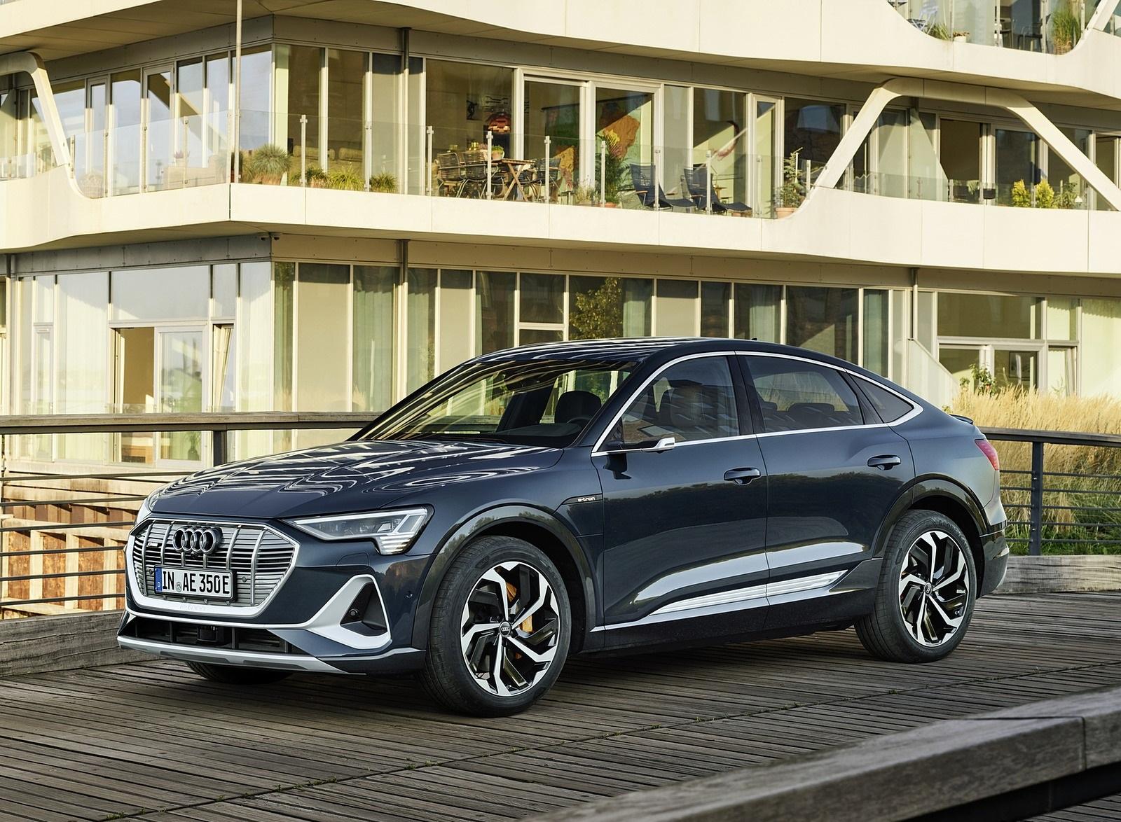 2020 Audi e-tron Sportback (Color: Plasma Blue) Front Three-Quarter Wallpapers (4)