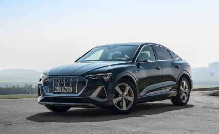 2020 Audi e-tron Sportback (Color: Plasma Blue) Front Three-Quarter Wallpapers 450x275 (24)