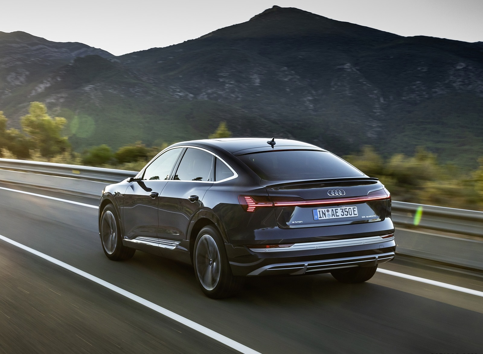 2020 Audi e-tron Sportback (Color: Plasma Blue) Rear Three-Quarter Wallpapers (8)