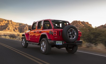 2020 Jeep Wrangler Sahara EcoDiesel Rear Three-Quarter Wallpapers 450x275 (91)