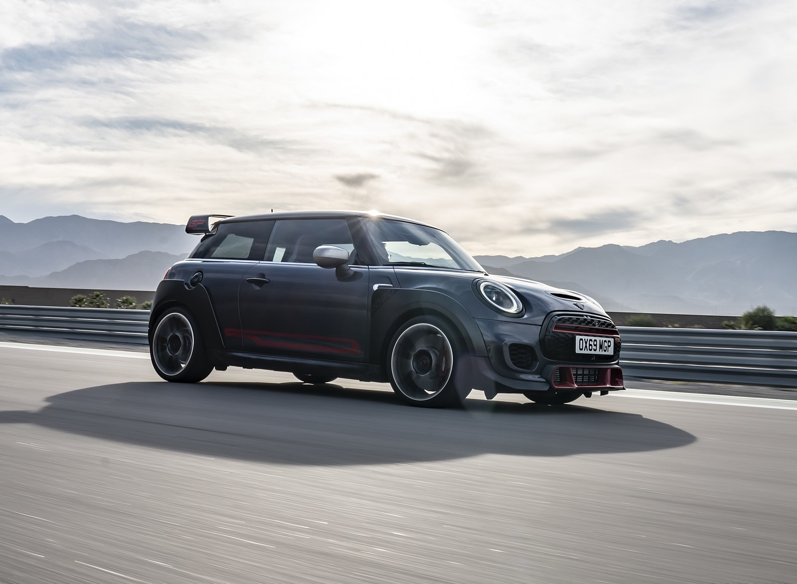 2020 MINI John Cooper Works GP Front Three-Quarter Wallpapers (2)