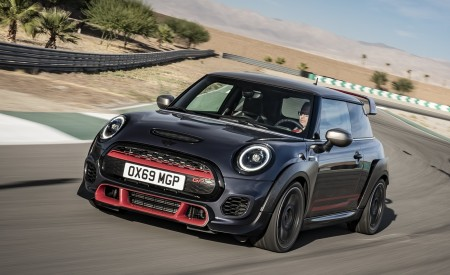 2020 MINI John Cooper Works GP Front Three-Quarter Wallpapers 450x275 (1)