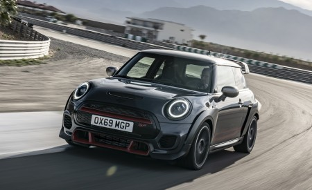 2020 MINI John Cooper Works GP Front Three-Quarter Wallpapers 450x275 (3)