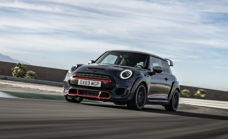2020 MINI John Cooper Works GP Front Three-Quarter Wallpapers 450x275 (4)