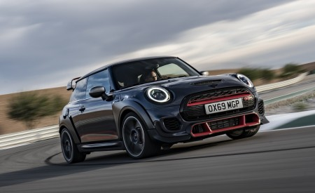 2020 MINI John Cooper Works GP Front Three-Quarter Wallpapers 450x275 (5)