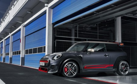 2020 MINI John Cooper Works GP Front Three-Quarter Wallpapers 450x275 (16)