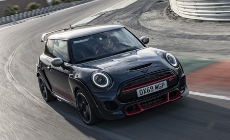 2020 MINI John Cooper Works GP Front Three-Quarter Wallpapers 450x275 (6)