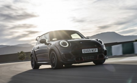 2020 MINI John Cooper Works GP Front Wallpapers 450x275 (12)