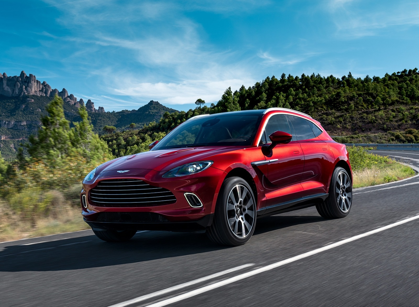 2021 Aston Martin DBX Front Three-Quarter Wallpapers (2)