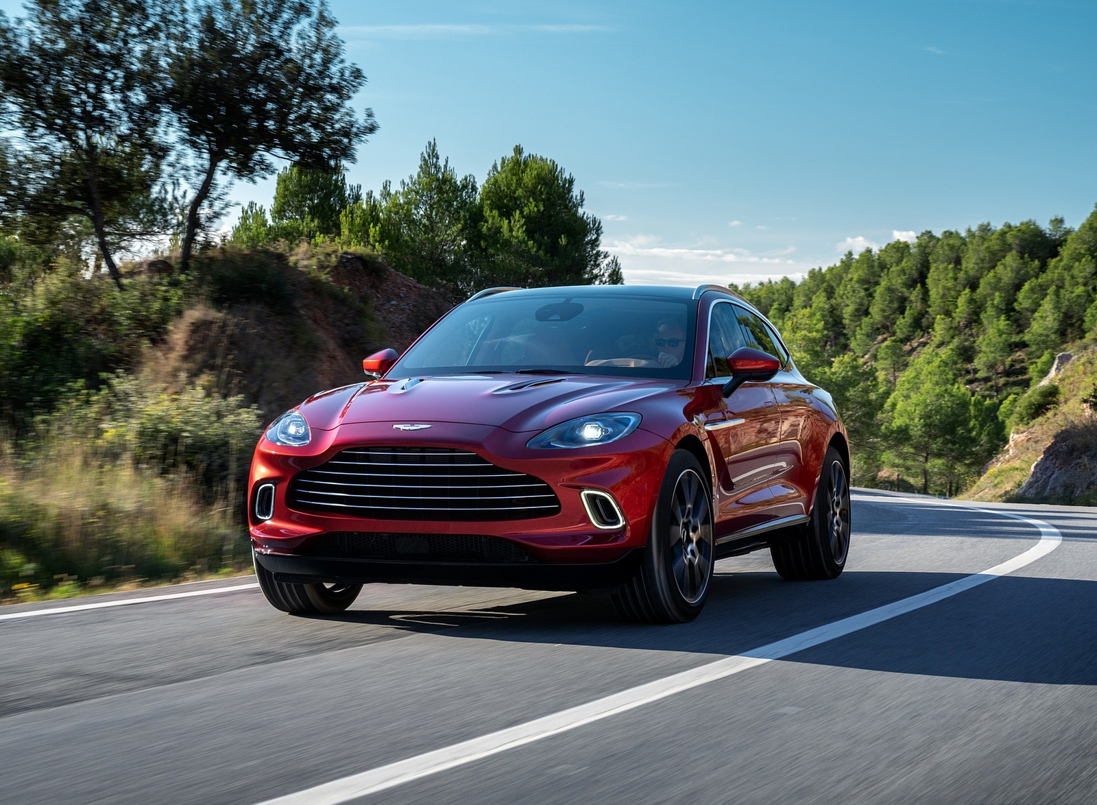 2021 Aston Martin DBX Front Three-Quarter Wallpapers (3)