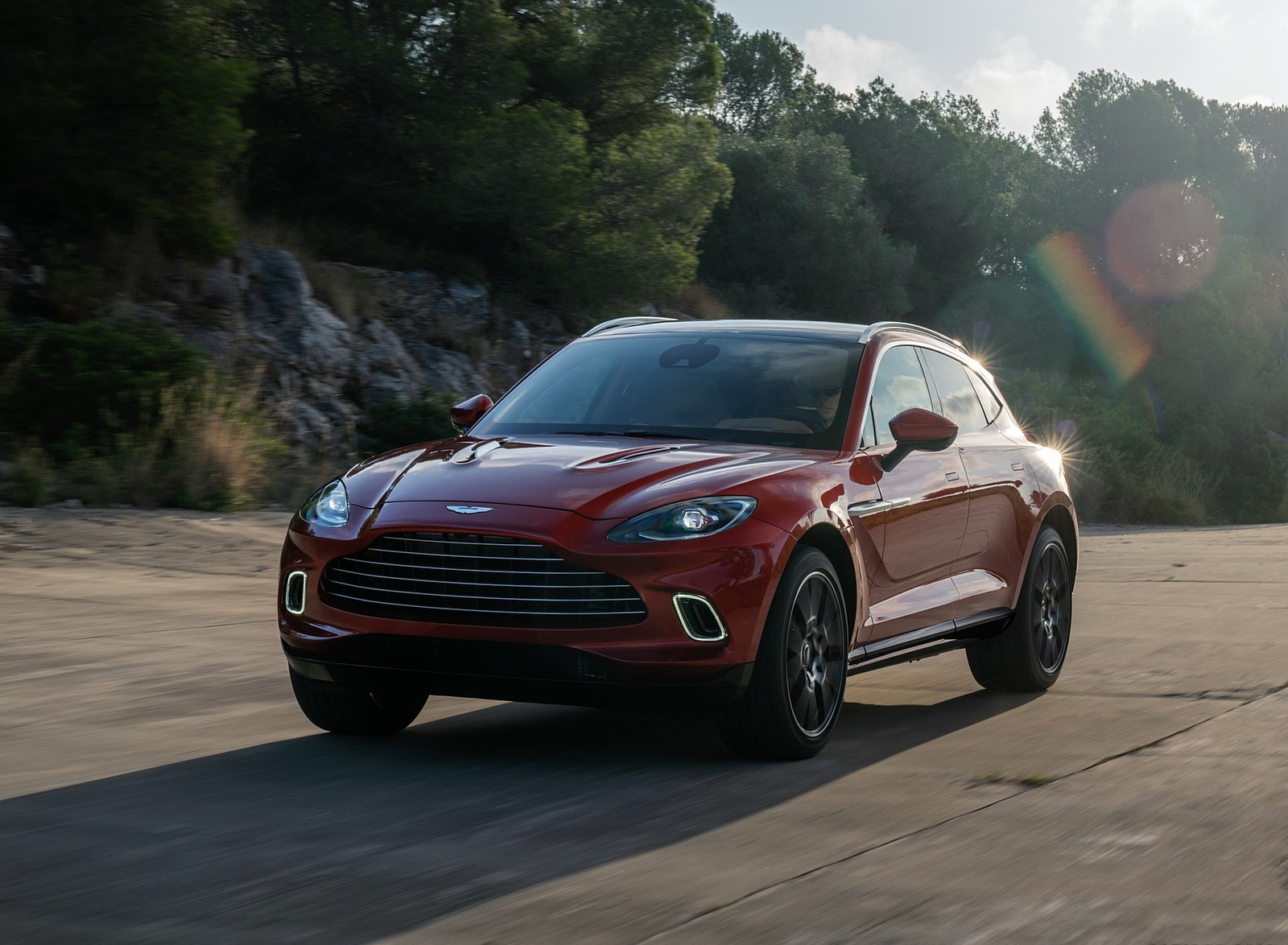 2021 Aston Martin DBX Front Wallpapers (9)