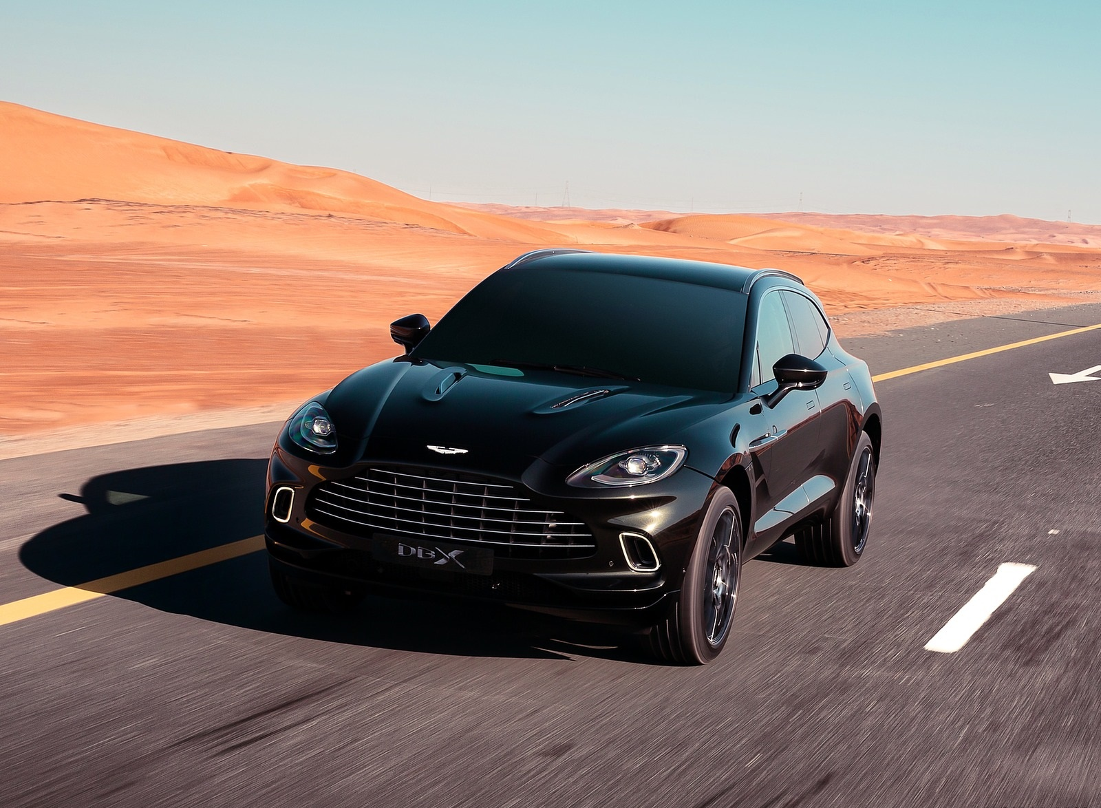 2021 Aston Martin DBX Front Wallpapers (1)