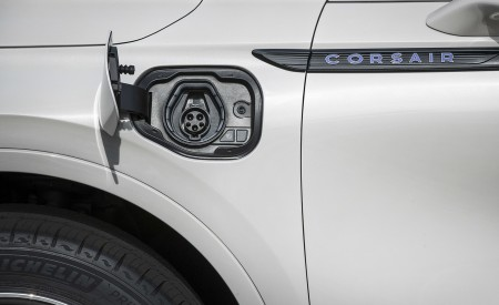 2021 Lincoln Corsair Grand Touring Plug-In Hybrd (Color: Ceramic Pearl) Charging Port Wallpapers 450x275 (11)