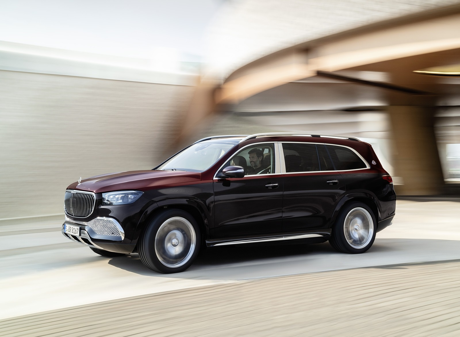 2021 Mercedes-Maybach GLS 600 (Color: Rubellite Red or Obsidian Black) Front Three-Quarter Wallpapers (5)