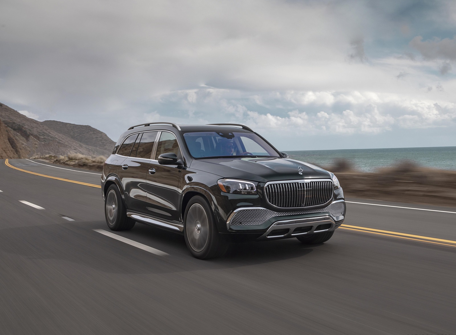 2021 Mercedes-Maybach GLS 600 (US-Spec) Front Three-Quarter Wallpapers (6)