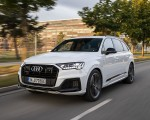 2020 Audi Q7 TFSI e quattro Plug-In Hybrid (Color: Glacier White) Front Three-Quarter Wallpapers 150x120 (1)