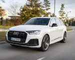 2020 Audi Q7 TFSI e quattro Plug-In Hybrid (Color: Glacier White) Front Three-Quarter Wallpapers 150x120 (9)
