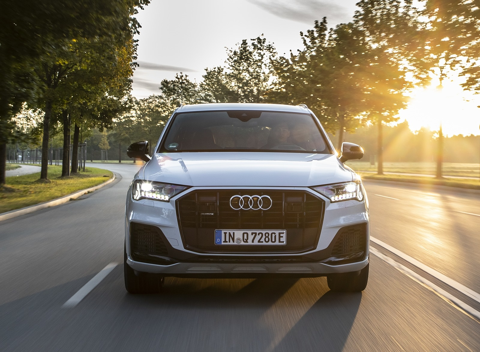 2020 Audi Q7 TFSI e quattro Plug-In Hybrid (Color: Glacier White) Front Wallpapers (10)