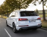 2020 Audi Q7 TFSI e quattro Plug-In Hybrid (Color: Glacier White) Rear Three-Quarter Wallpapers 150x120 (7)