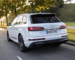 2020 Audi Q7 TFSI e quattro Plug-In Hybrid (Color: Glacier White) Rear Three-Quarter Wallpapers 150x120 (8)