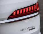 2020 Audi Q7 TFSI e quattro Plug-In Hybrid (Color: Glacier White) Tail Light Wallpapers 150x120 (24)