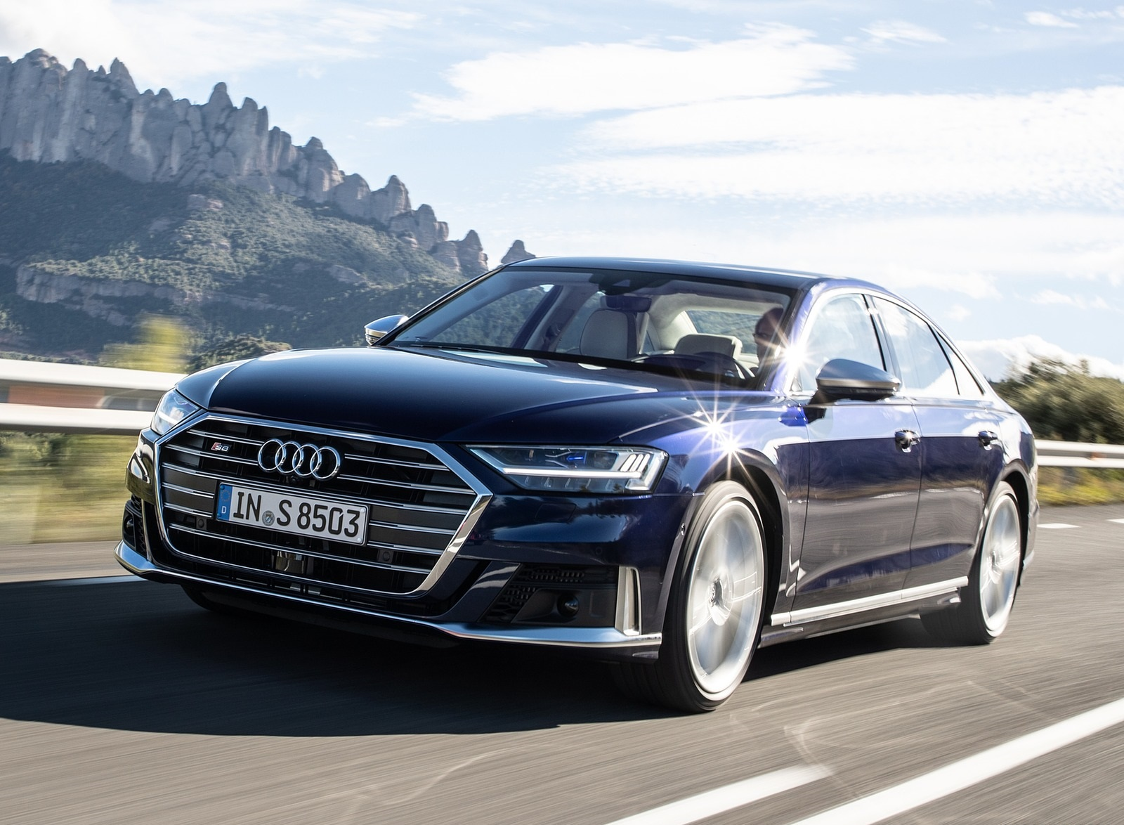 2020 Audi S8 (Color: Navarra Blue) Front Three-Quarter Wallpapers (5)