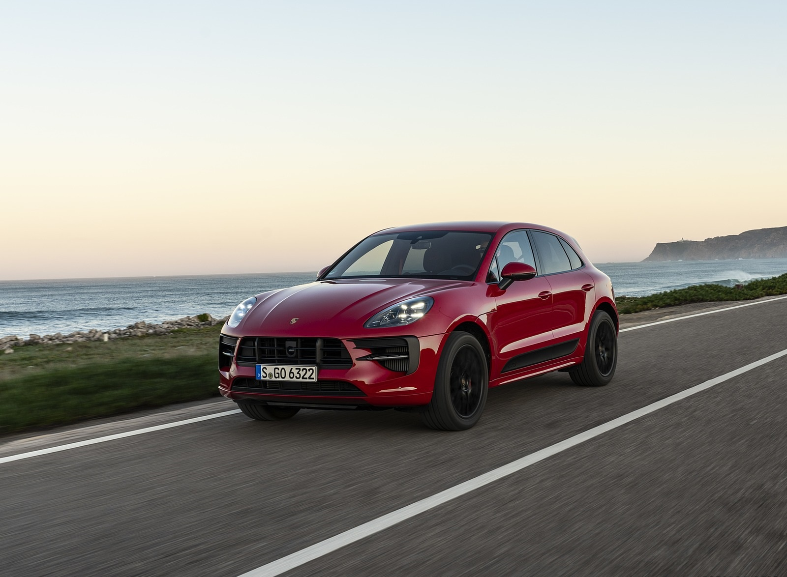 2020 Porsche Macan GTS (Color: Carmine Red) Front Three-Quarter Wallpapers (2)