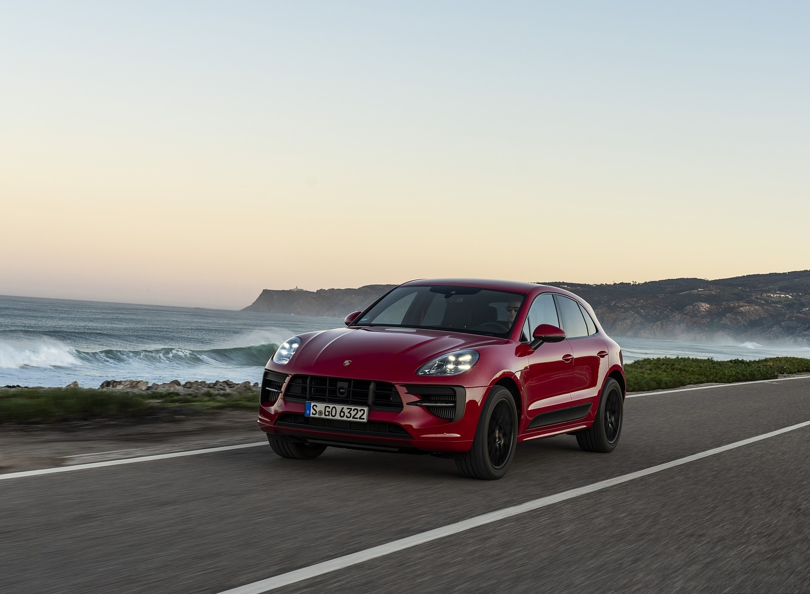 2020 Porsche Macan GTS (Color: Carmine Red) Front Three-Quarter Wallpapers (3)